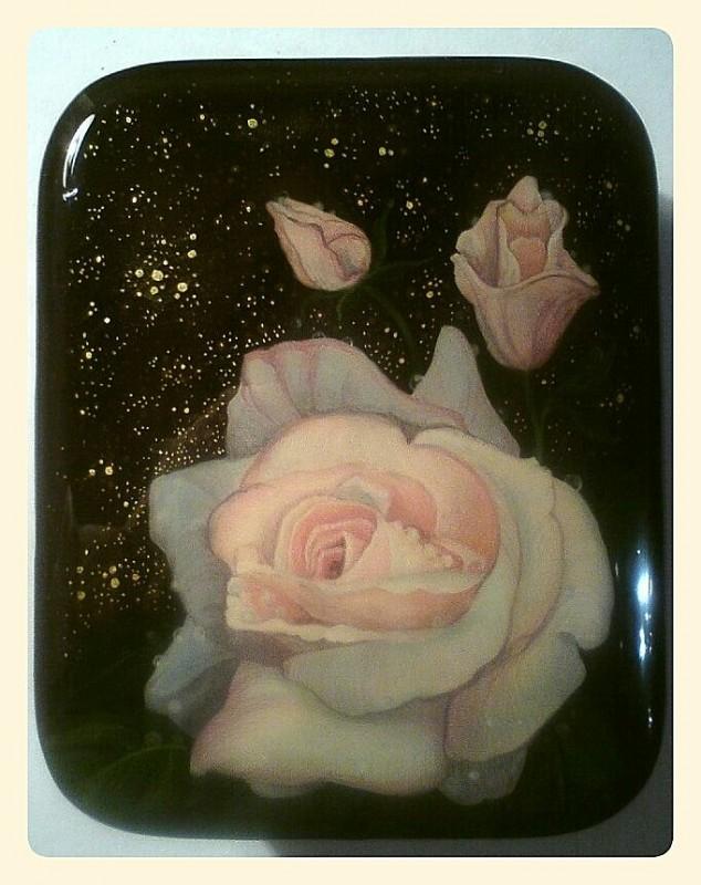 Шкатулка Роза с бутонами.