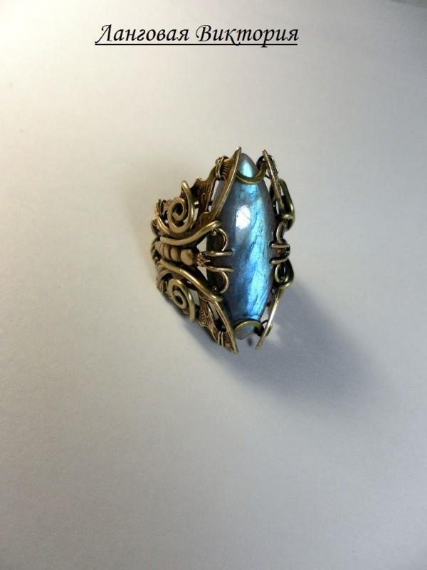 Перстень латунный лабрадор.