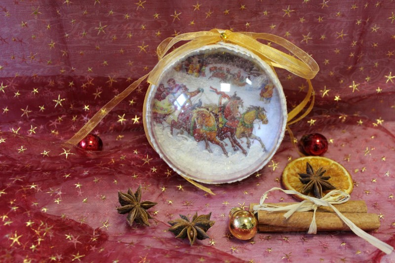 Елочный шар ручной работы в русских традициях.