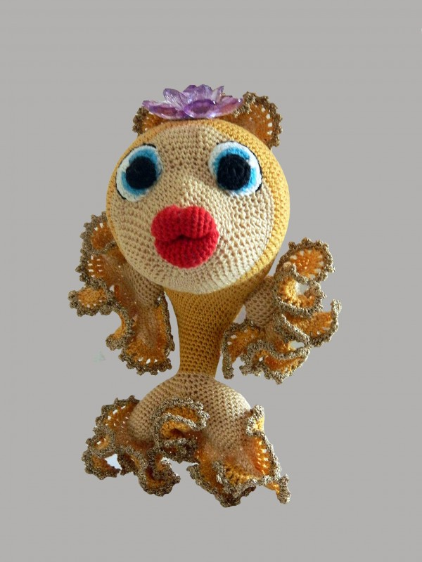 Вязаная золотая рыбка
