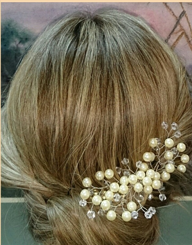 Свадебное украшение из  жемчуга  ручной работы.