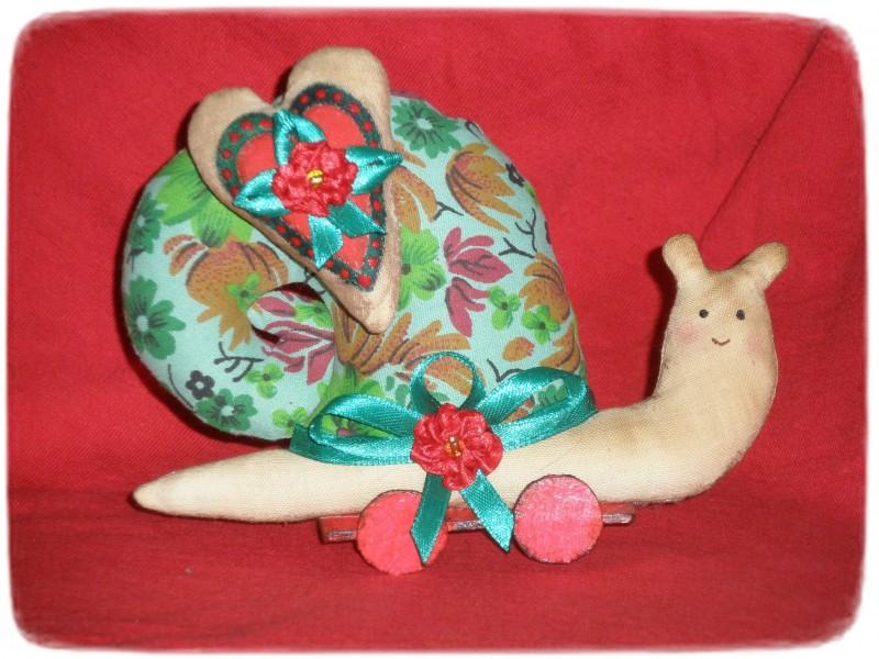 Текстильная улитка в стиле Тильда