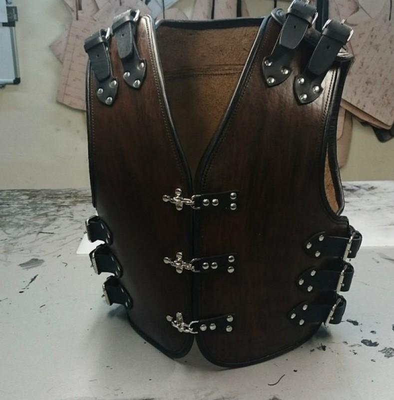 Жилет кожаный для байкера