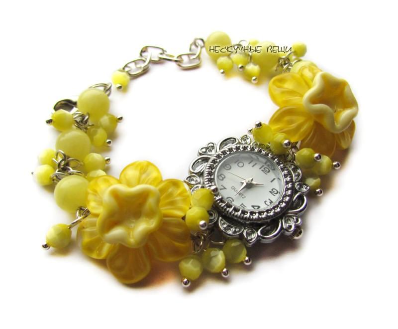 Жёлтые нарциссы наручные часы с бусинами лэмпворк
