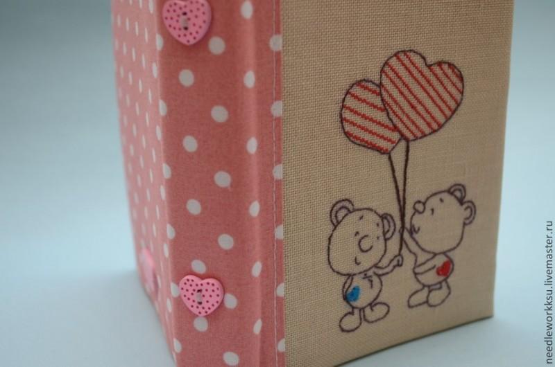 Блокнот ручной работы с вышивкой Влюбленные мишки-2