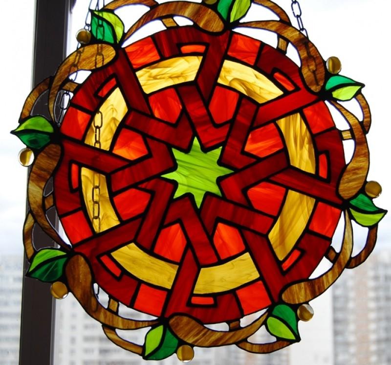 Подвесной витраж на окно. Лабиринт кельтов. Коллекция Сказки Мерлина