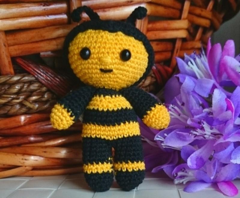 Игрушка вязаная Пчелка.