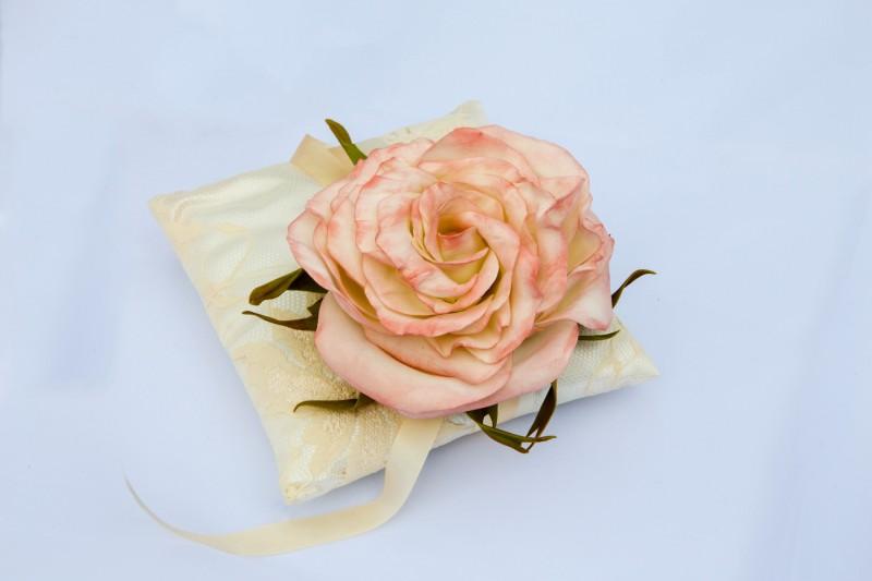 Свадебная подушечка для колец «Нежность».