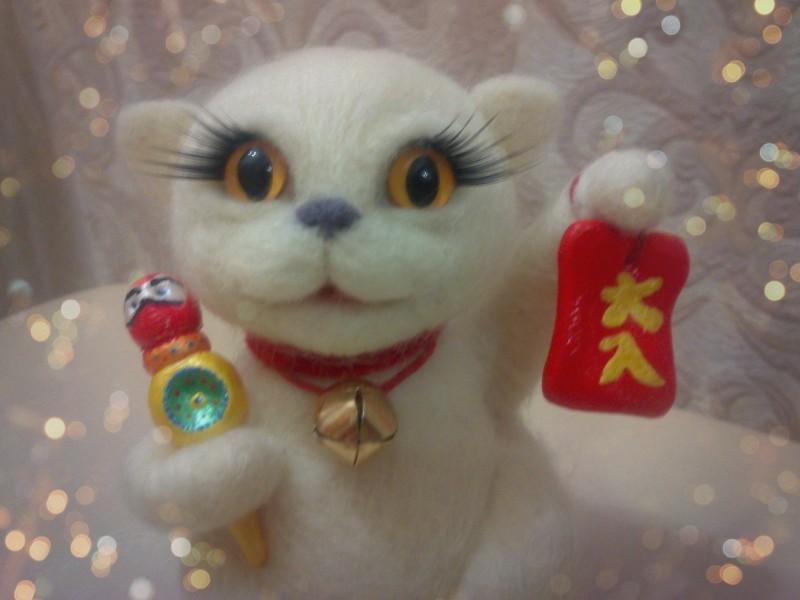 Манеки неко - кот, призывающий счастье.
