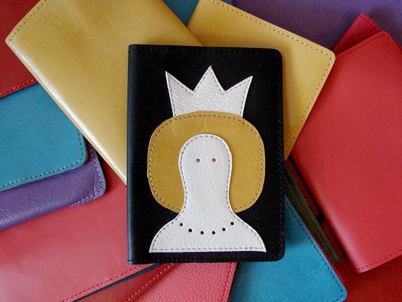 Обложка для паспорта из натуральной итальянской кожи Королева