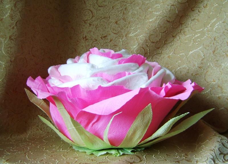 Торт из одноразовых подгузников-трусиков Роза