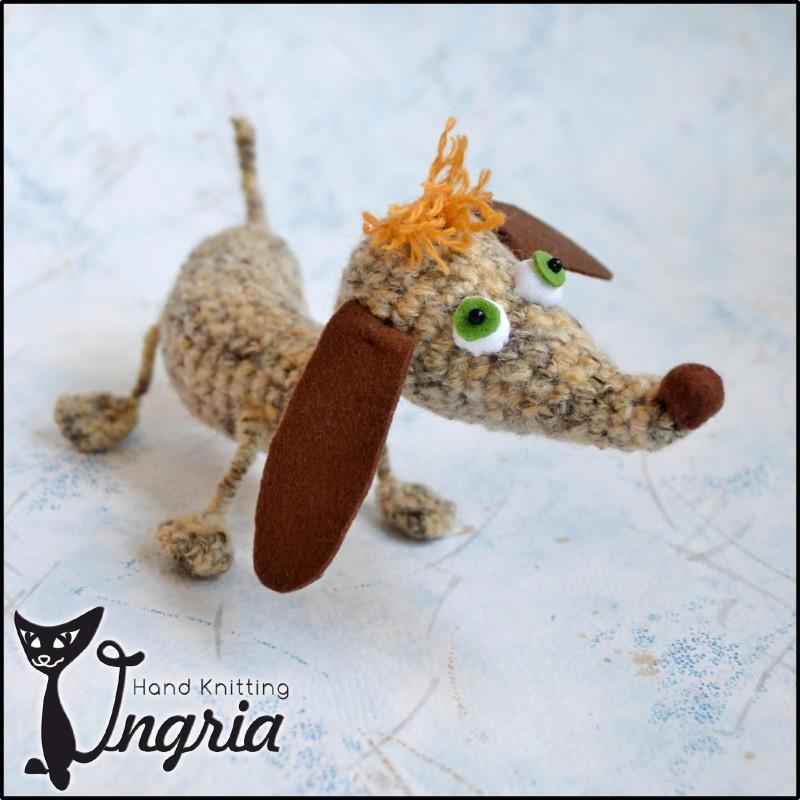 Такса Сосиска, вязаная игрушка.