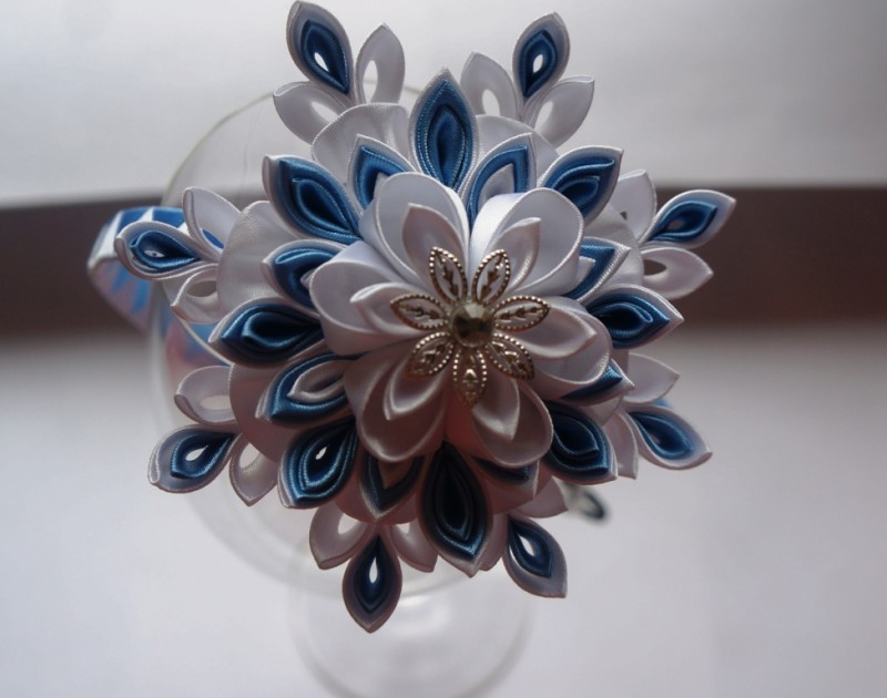 Аксессуар для волос Снежинка бело-голубая