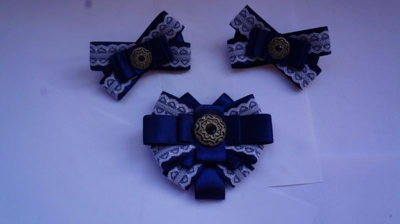Школьный набор для леди. Две резинки и галстук-брошь.