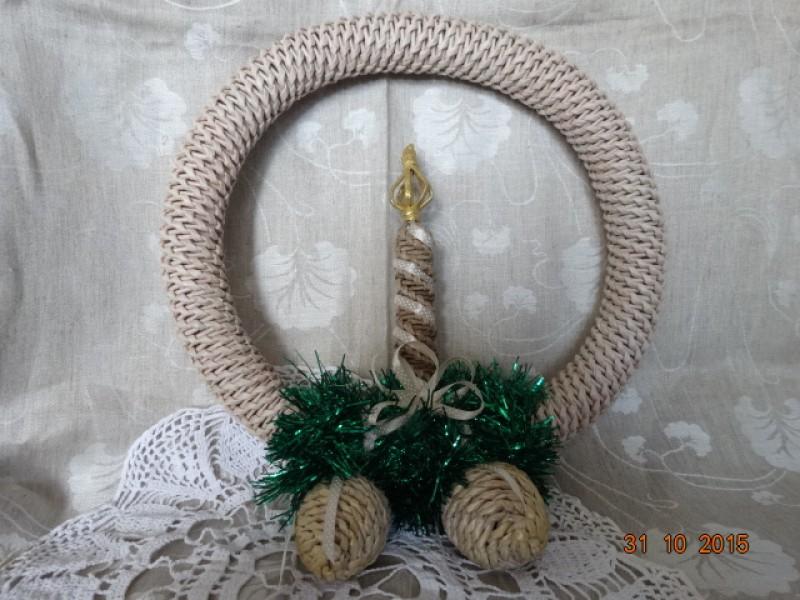 Рождественский венок со свечкой