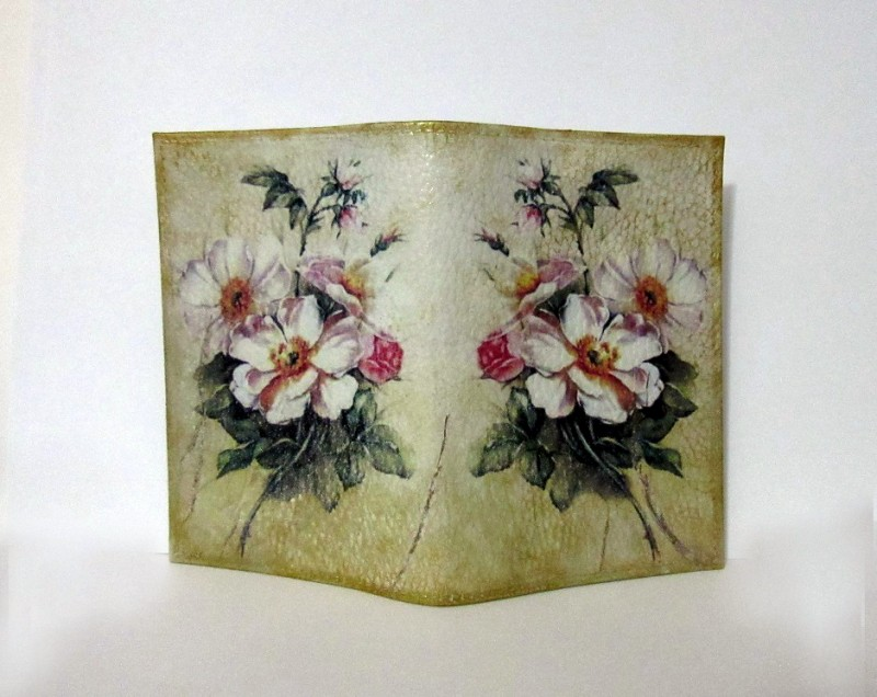 Обложка на паспорт  Цветок шиповника .