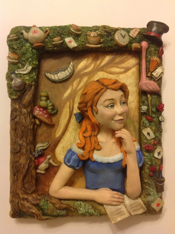 Горельеф, картина, скульптура Алиса в стране чудес