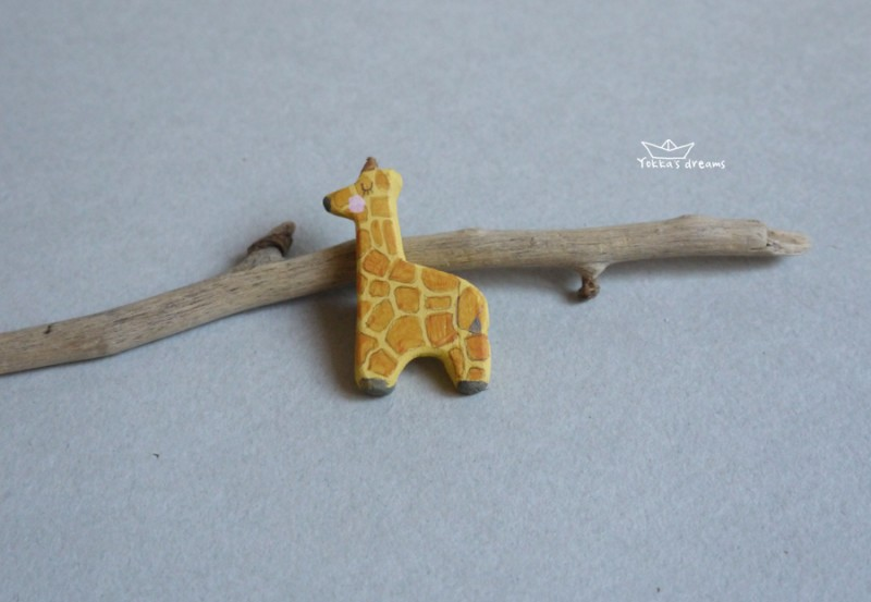 Брошь Жирафик