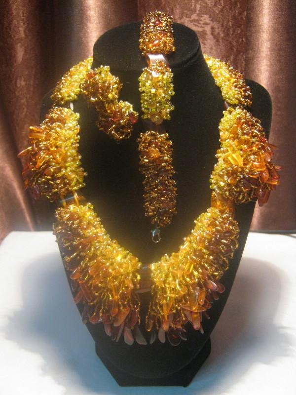 Колье из натурального янтаряКоролевское