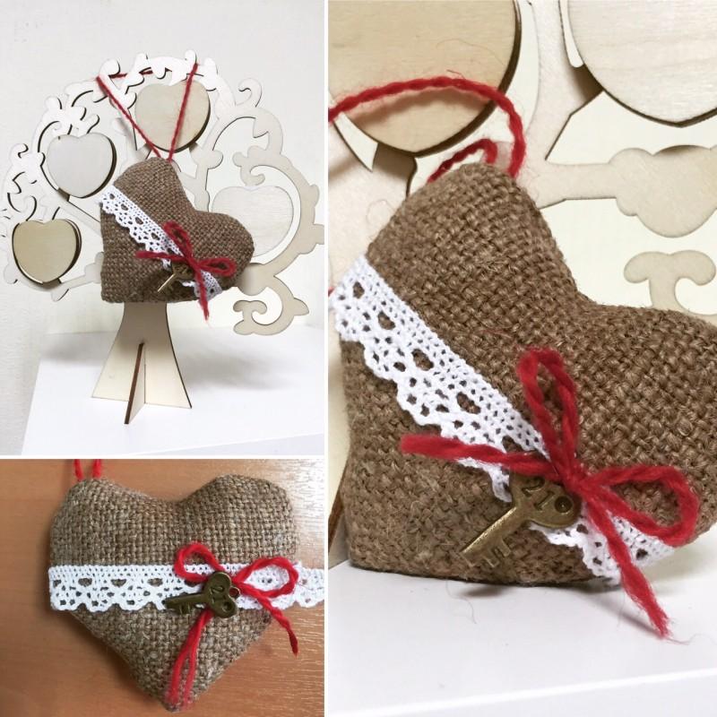 Сердечко-валентинка из мешковины ручной работы с ключиком