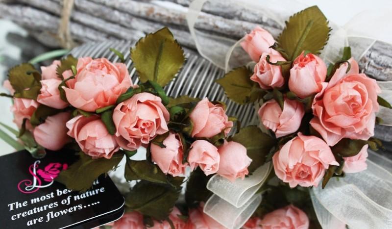 Комплект украшений из шелковых роз