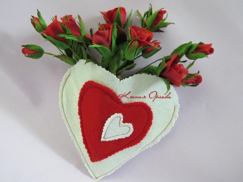 Сердце с букетом роз на магните