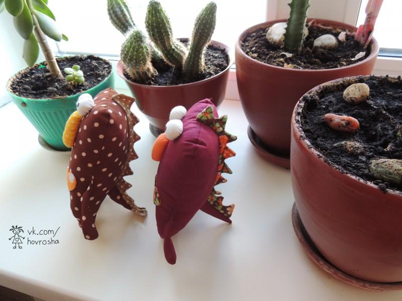 Любовь и динозавры (горошек и бордовый)