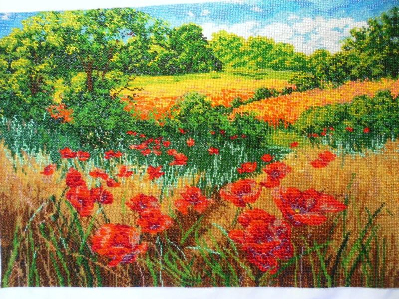 Картина вышитая бисером Маковое поле.