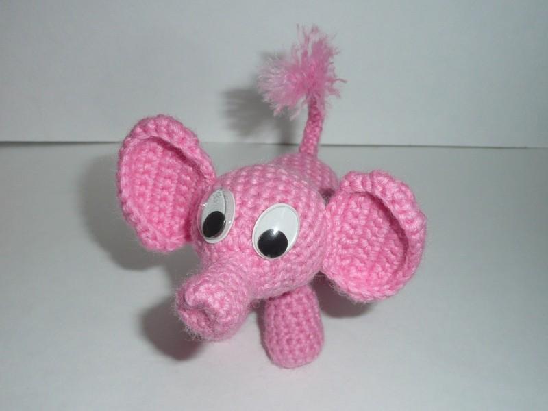 Розовый слоник вязаный