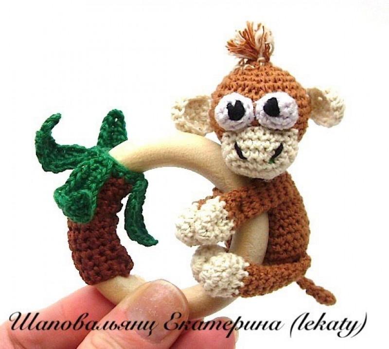 Грызунок-прорезыватель-погремушка с маленькой обезьянкой, символом 2016 года.