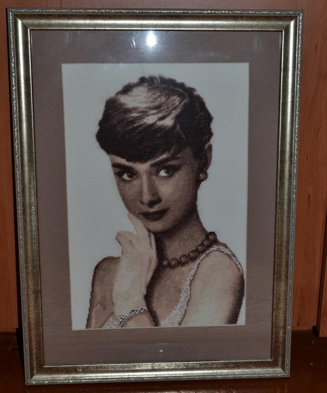 Вышитая картина Портрет Одри Хепберн