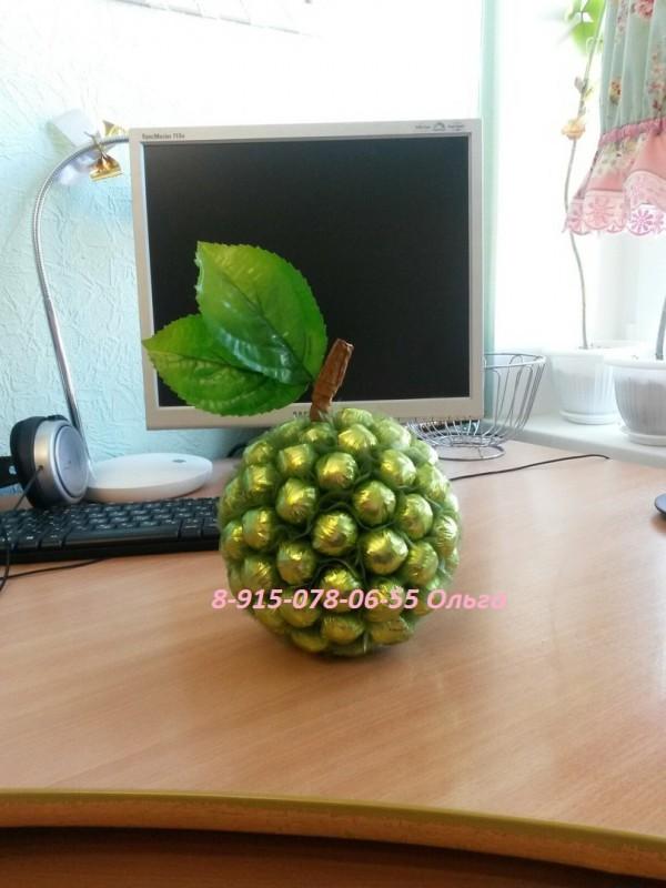 Композиция из конфет Зелёное яблоко