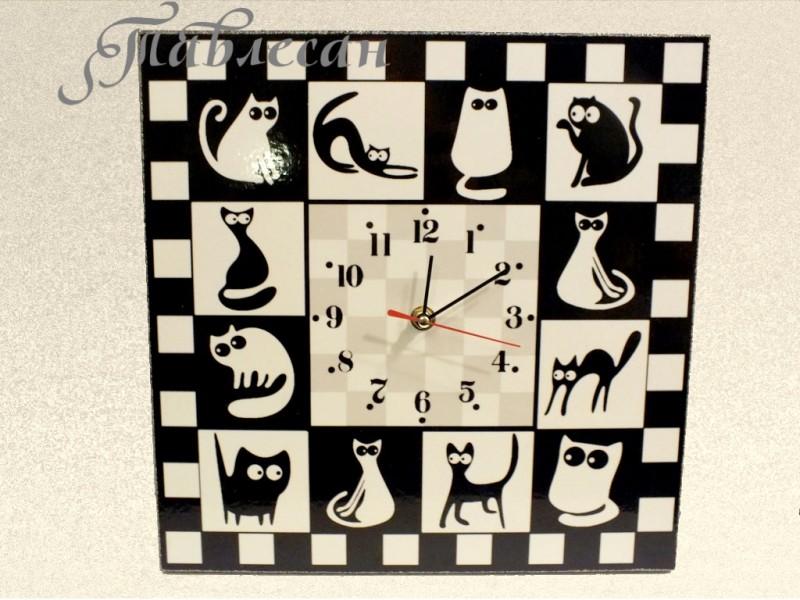 Настенные часы Черные кошки - белые коты