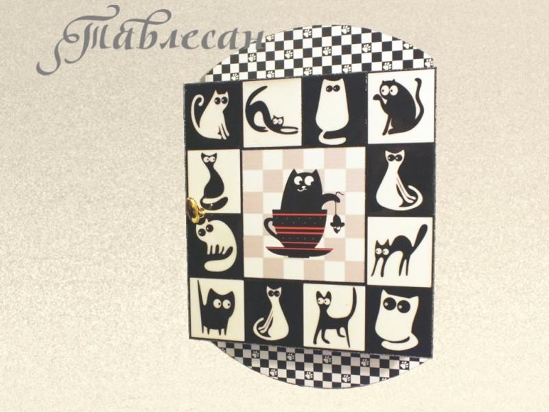 Ключница шкафчик настенная  Черная кошка - белый кот в прихожую
