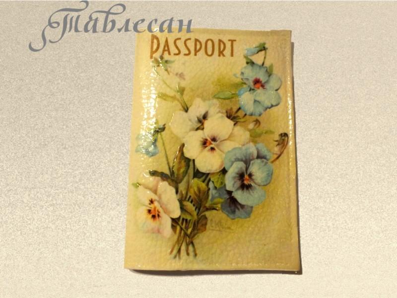 Обложка для паспорта  Фиалки кожа декупаж винтажная