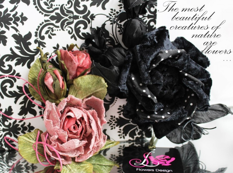 Бутоньерка с бархатными розочками. Цветы из ткани.