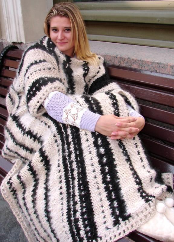 Плед с рукавами  «ЗЕБРА» из собачьей шерсти.