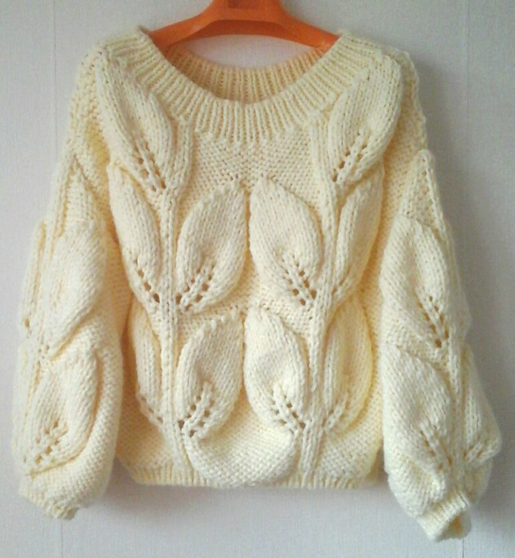 свитер листья