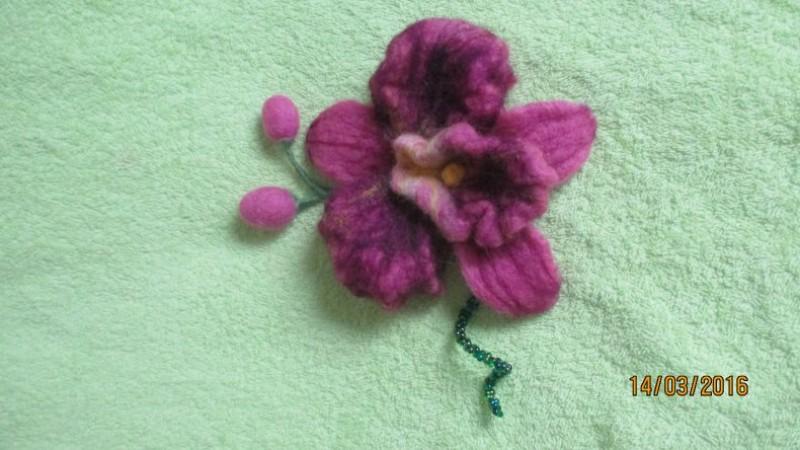 Брошь-заколка ручной работы из валяной шерсти Орхидея