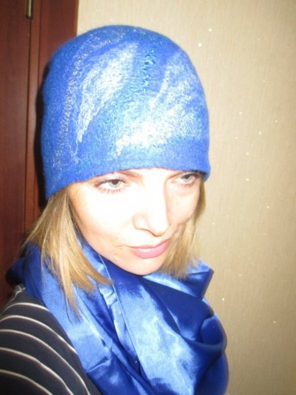 Женская шапка из валяной шерсти.