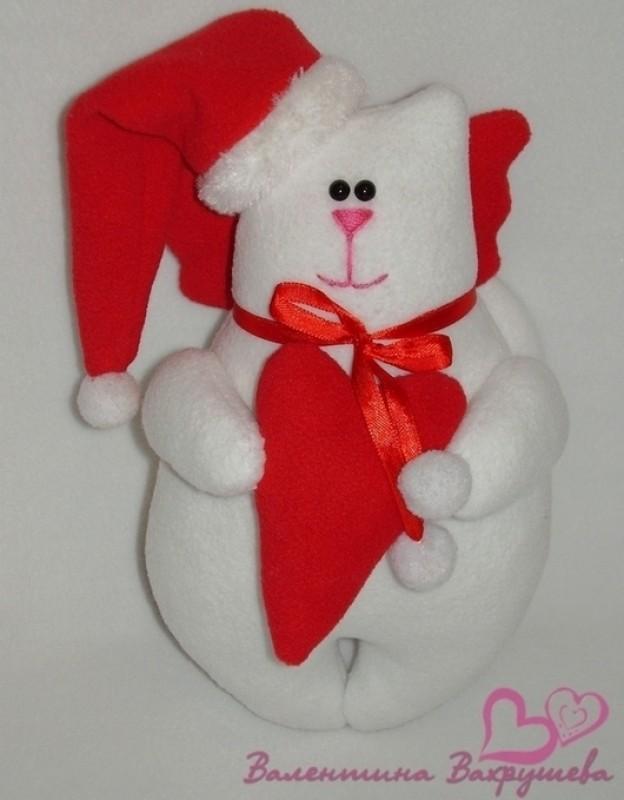Рождественский котик с сердечком