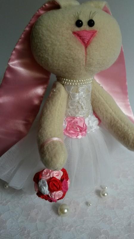Маленькая зайка-тильда в воздушном белом платье