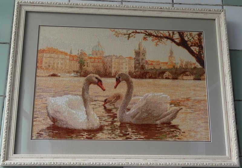 Картина Лебеди. Прага
