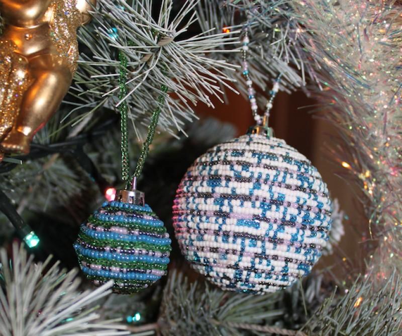 Набор новогодних елочных шаров из бисера