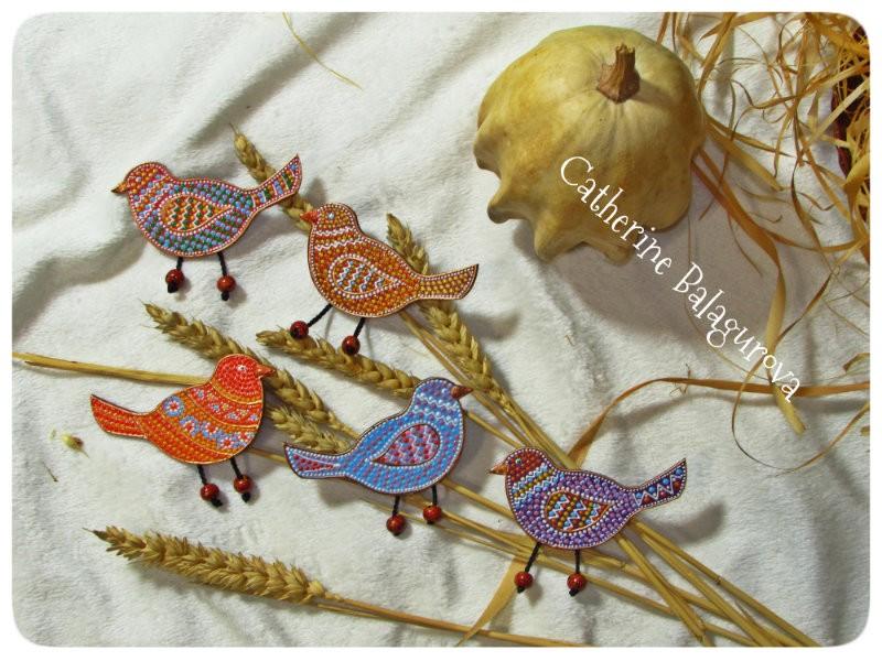 Птички-брошки. Точечная роспись