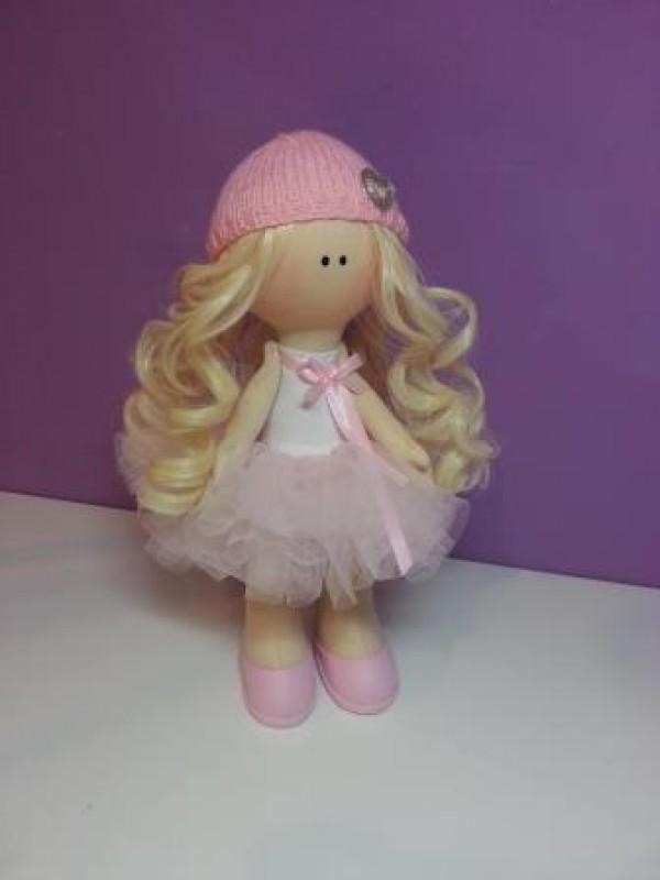 Кукла в розовом