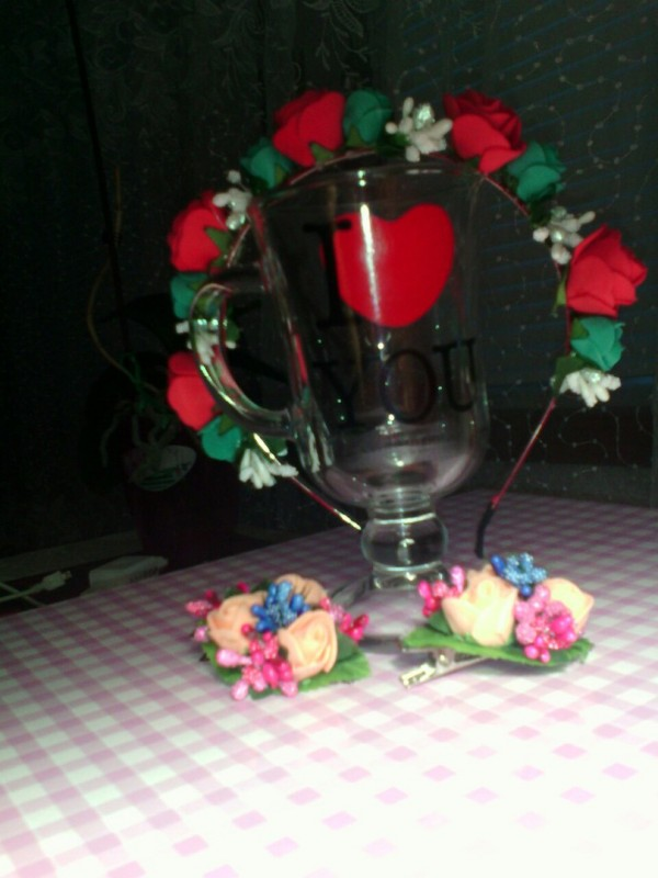 Обруч с цветами из фомирана