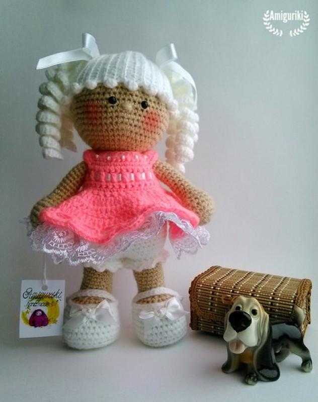 Куколка в персиковом платье