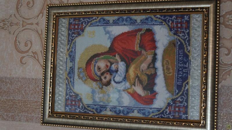 Икона вышитая в техники счётный крест Пачаевская