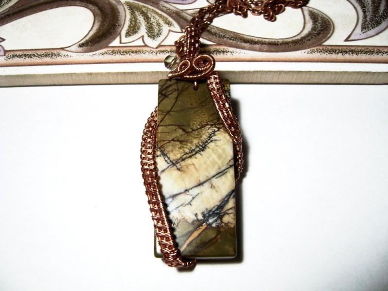 Кулон wire wrap из медной проволоки с яшмой